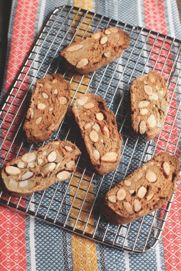 pici-e-castagne-biscotti-mandorle