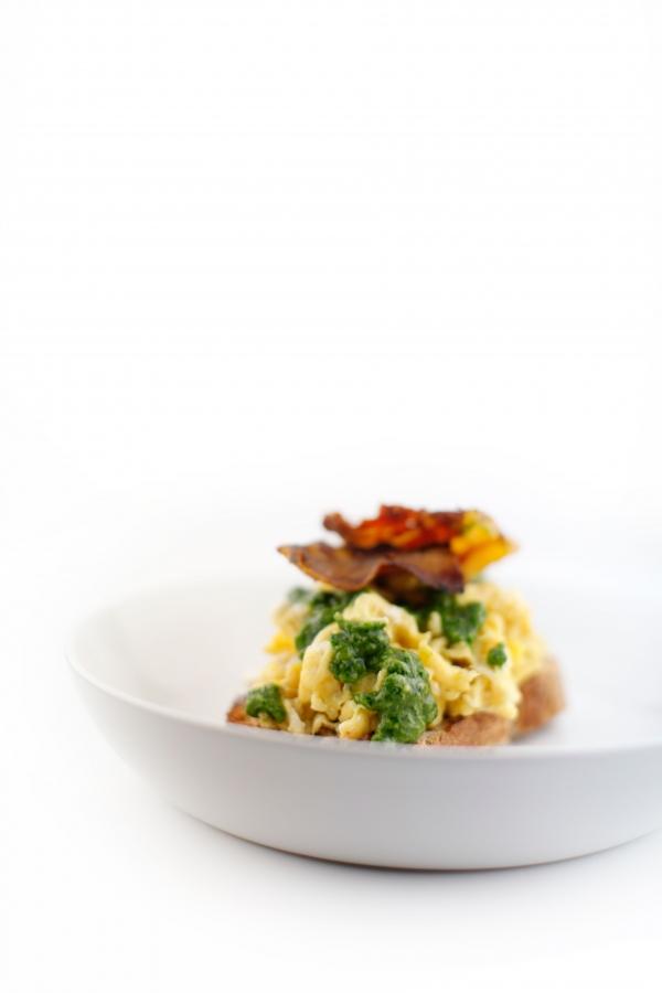 1821  600x pici e castagne uova strapazzate con pancetta e pesto alla rucola 2   Foto