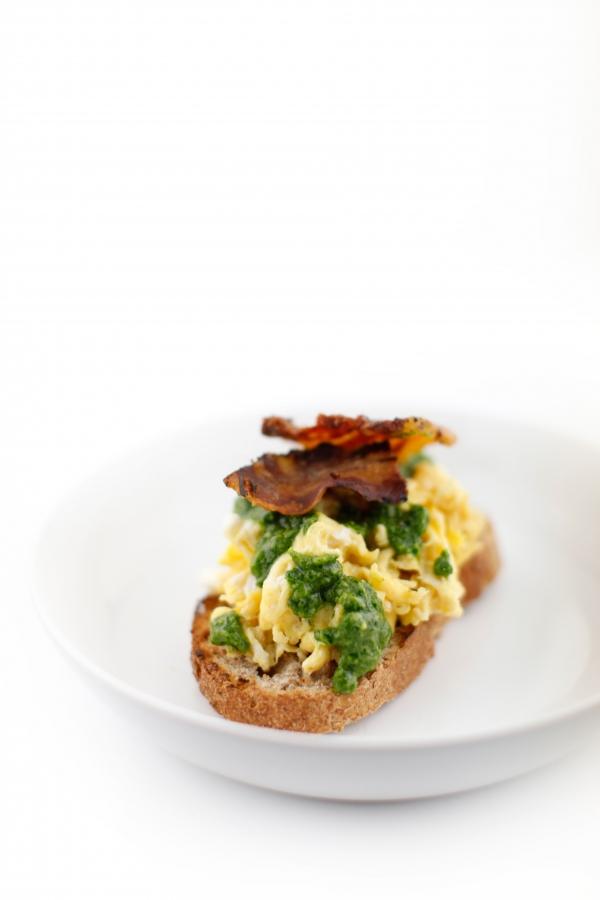 1822  600x pici e castagne uova strapazzate con pancetta e pesto alla rucola 3   Foto
