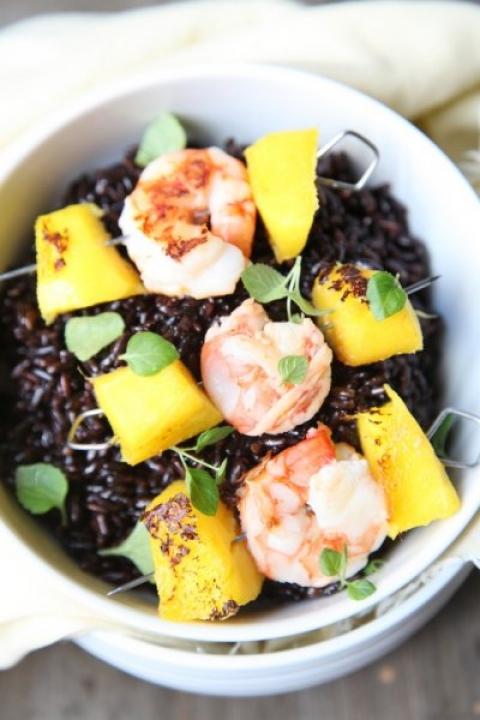 945  960x720 pici e castagne riso nero con spiedini di gamberi e mango   Foto
