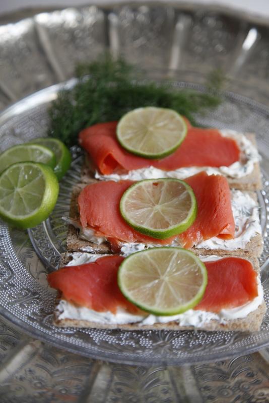 pici-e-castagne-tartine-di-salmone