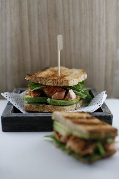 pici-e-castagne-toast-al-salmone