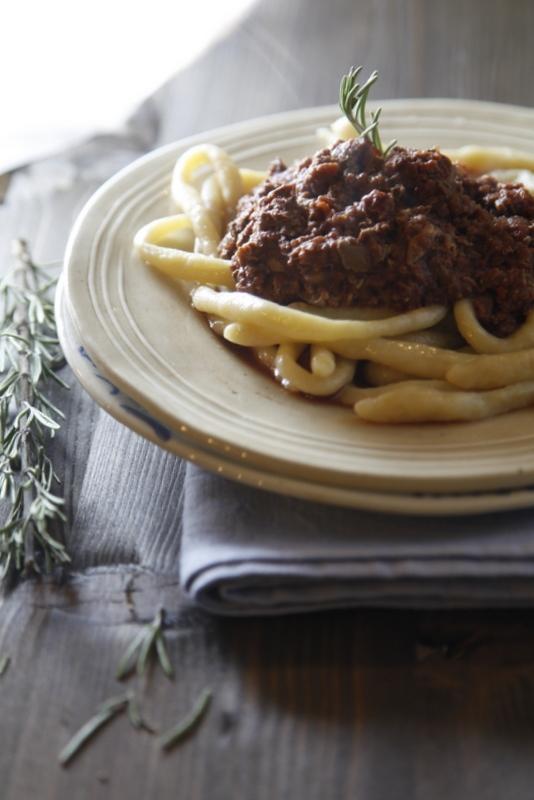 pici-e-castagne-pici-con-ragu-di-fegatelli-e-salsiccia-2