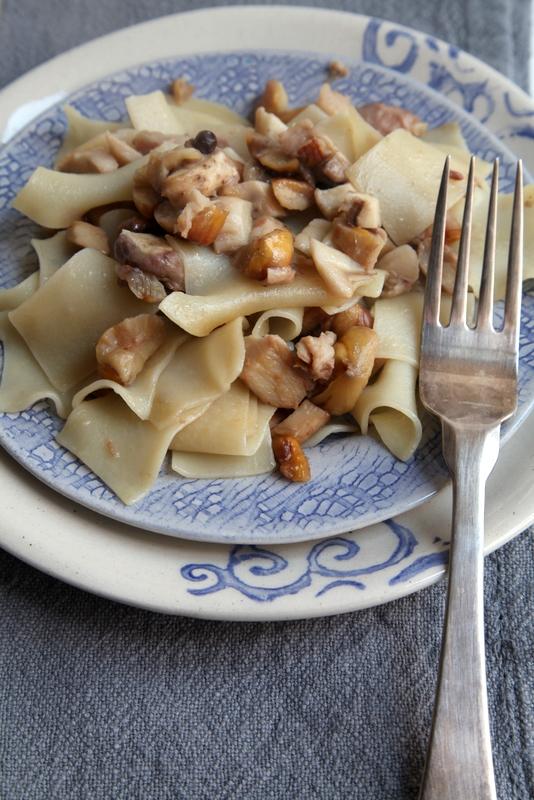 pici-e-castagne-pasta-con-castagne-e-funghi