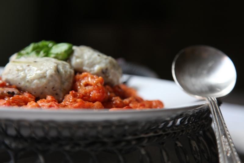 pici-e-castagne-pappa-al-pomodoro-di-mare-con-gnudi-alle-melanzane-3