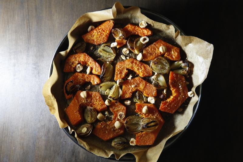 pici-e-castagne-zucca-al-forno-con-scalogni-e-nocciole