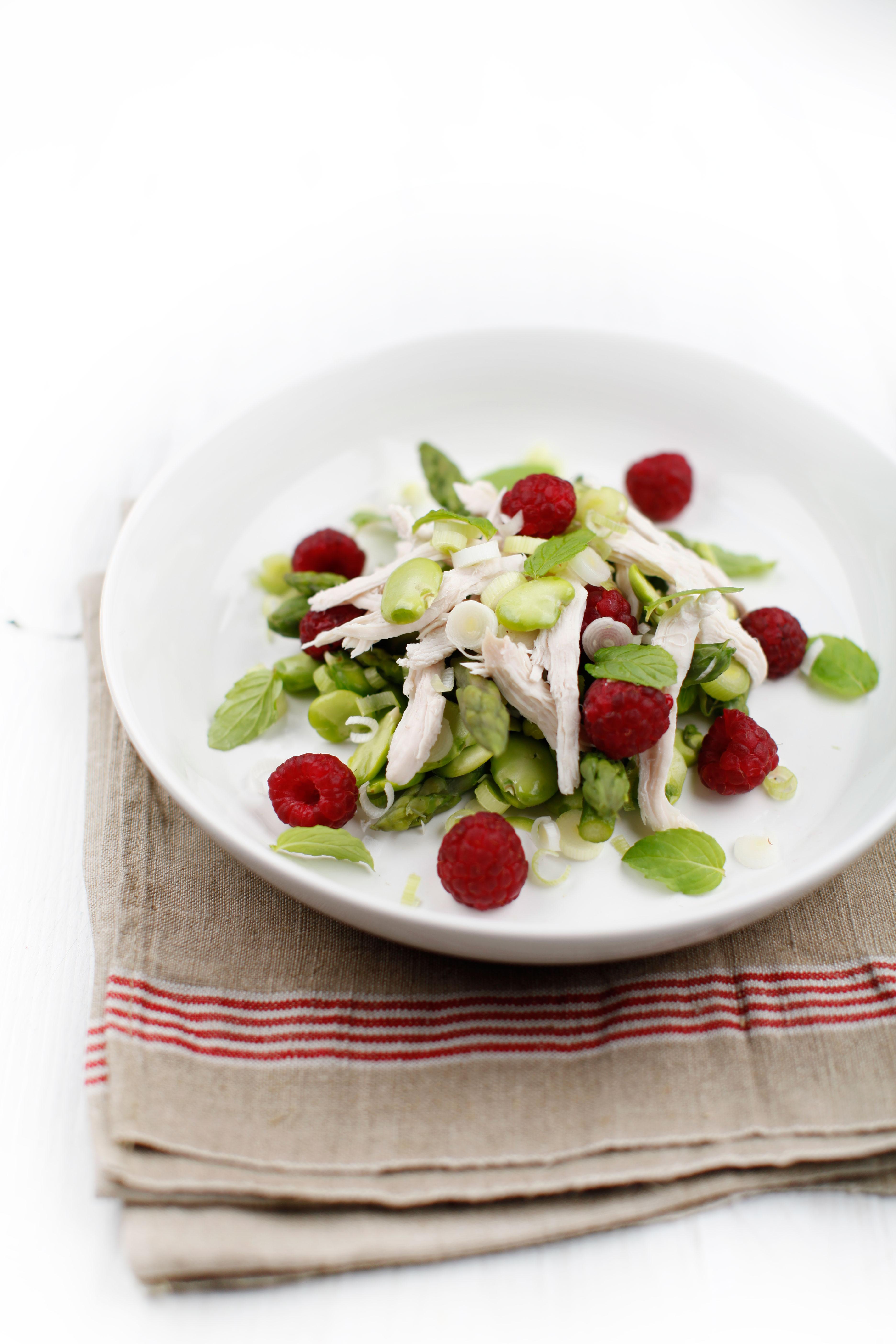 pici-e-castagne-insalata-asparagi-e-lamponi