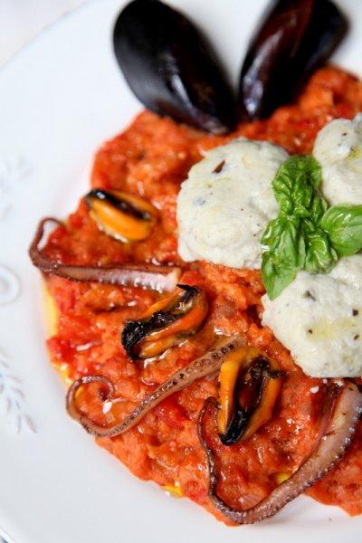 pici-e-castagne-pappa-al-pomodoro-di-mare-con-gnudi-di-melanzane-2-copia