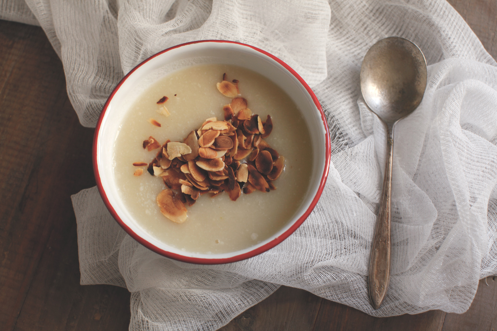 pici-e-castagne-zuppa-di-cavolfiore-e-mandorle