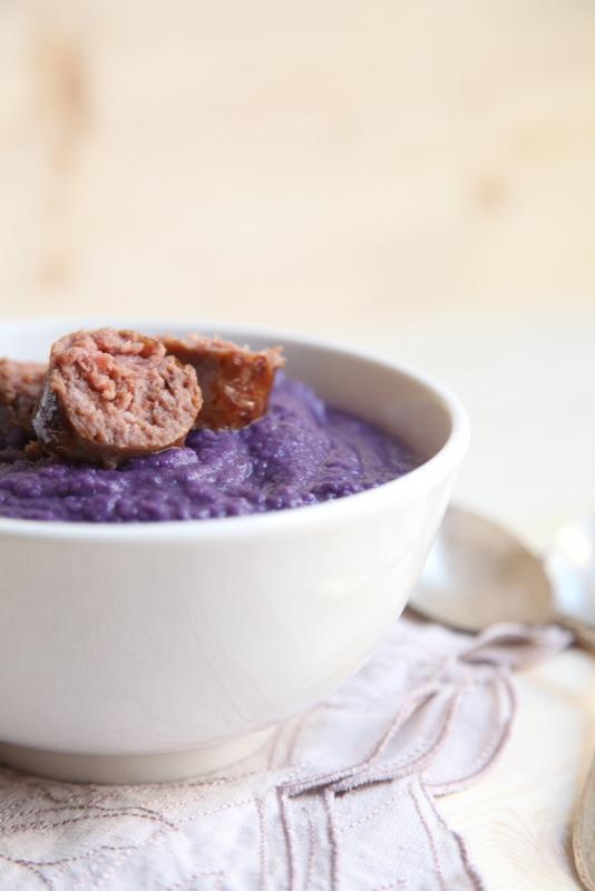 pici-e-castagne-zuppa-di-cavolo-cappuccio-viola-con-mele-e-salsiccia