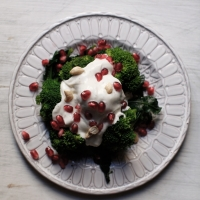 "<span class=""corsivo""> The Perfect Bite </span> : : INSALATA DI BROCCOLI SICILIANI, YOGURT E MELOGRANO"