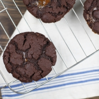 "<span class=""corsivo"">The Perfect Bite </span> : : CHOCOLATE COOKIES WITH DULCE DE LECHE"