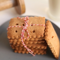 OLD FASHIONED GRAHAM CRACKERS