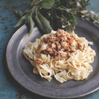 "<span class=""corsivo""> The Perfect Bite </span> : : FETTUCCINE CON RAGU' DI CONIGLIO AL VIN SANTO"